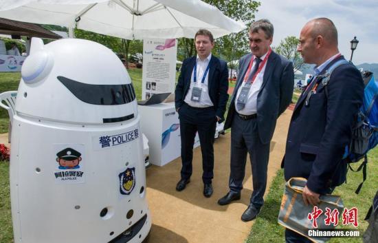 人工智能鼓励政策频出 机器人产业万亿市场引爆在即