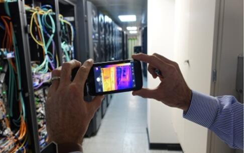 """FLIR利用热成像技术护航阿斯顿马丁红牛车队的""""最强大脑""""——数据中心"""