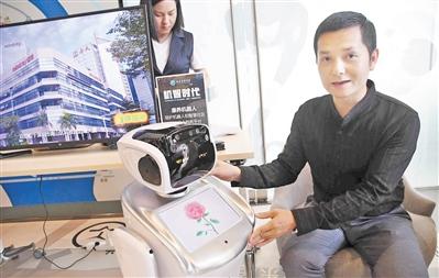 首款康养机器人能卖萌还能量血压