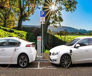 """创新引领电动汽车行业变革 逐步告别""""充电焦虑"""""""