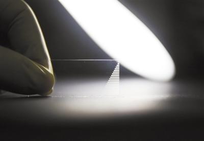 """光量子芯片:一枚""""玻璃片""""为量子计算提速"""