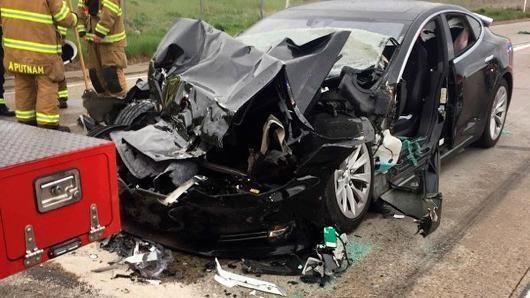 警方:司机手离方向盘80秒,巡航的特斯拉撞上消防车