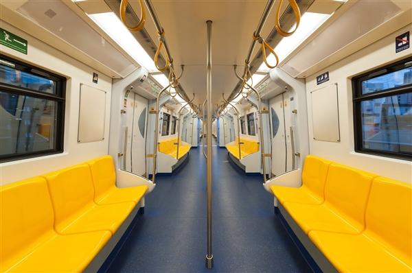 北京地铁二维码乘车正式运行 年内有望刷脸进站