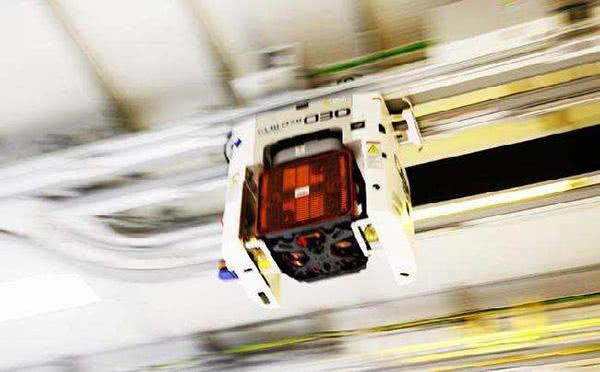 华力12英寸集成电路项目搬入首台设备.文汇报