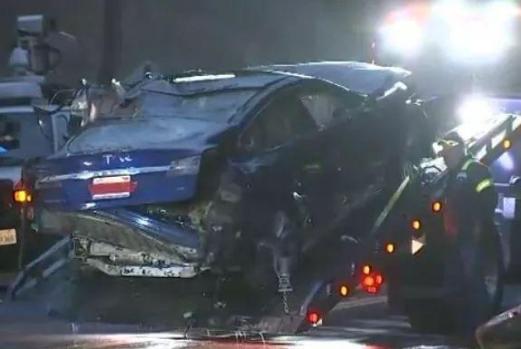 特斯拉再发生事故:或在自动驾驶模式中跌落山