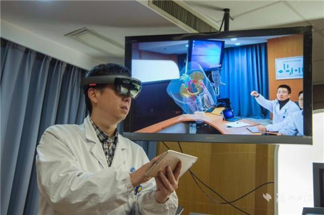 """微软Hololens在中国商用一年,医学是""""混合现实""""最有用的场景"""