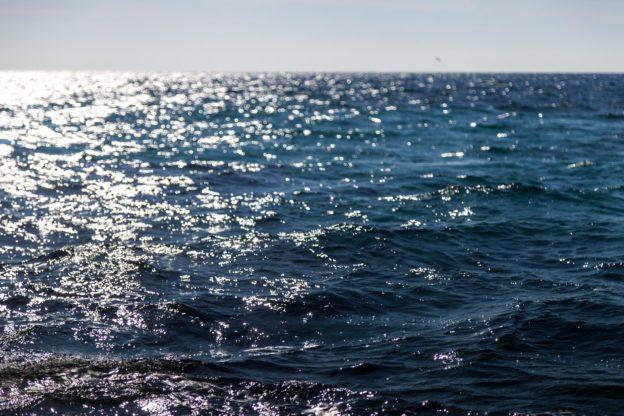 结合太阳热发电与储能,可望达成 100% 绿能海水淡化