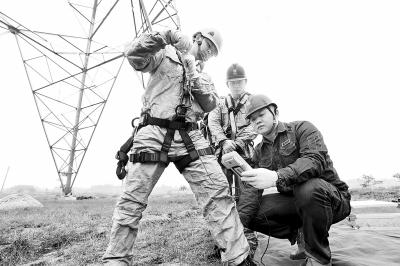 1100千伏特高压带电作业关键技术填补世界空白