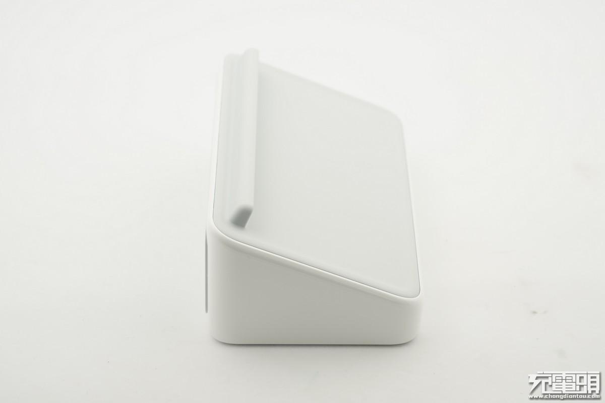 用料大手笔:坚果闹钟式无线充电座(WCD2000)开箱拆解