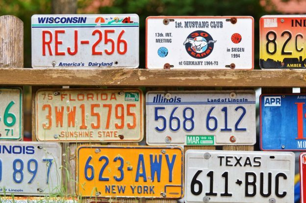 数字车牌在加州上路测试,一块要价 699 美元