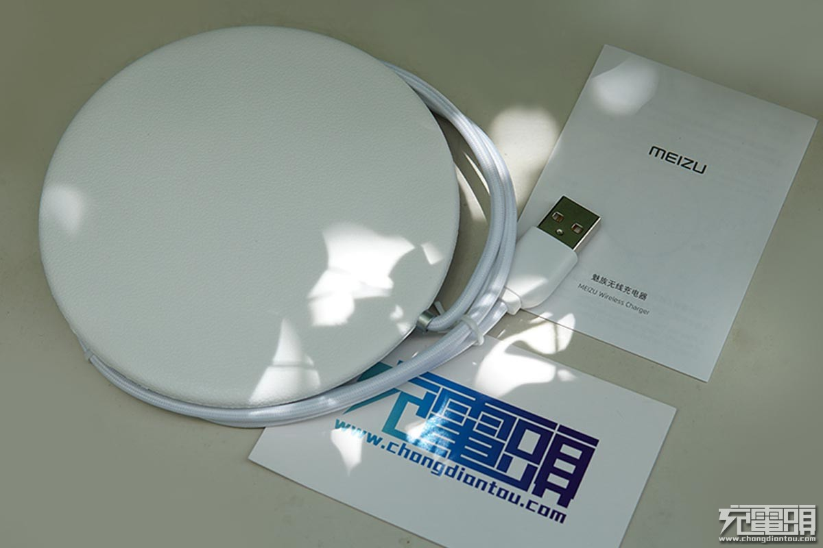 魅族无线充电器开箱图赏:99元支持三模式10W无线快充