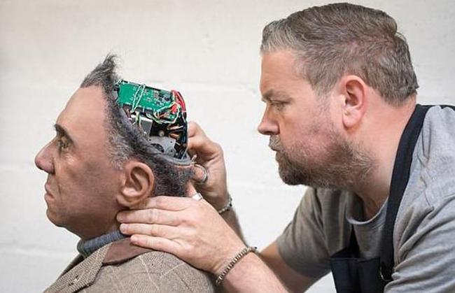 人工智能觉醒 英国研发超逼真机器人