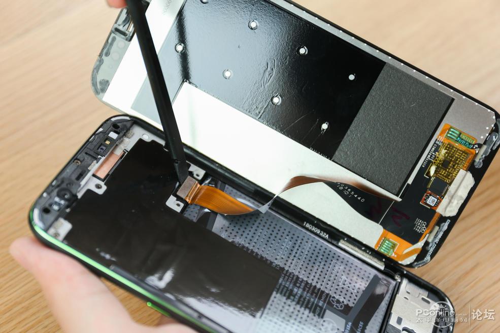 黑鲨手机详细拆解:手机内部加入液冷散热赌霸粤语-玩意儿
