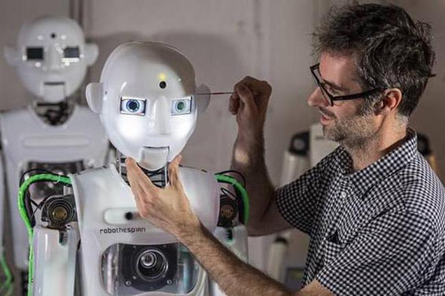 人工智能觉醒:英国研发超逼真机器人