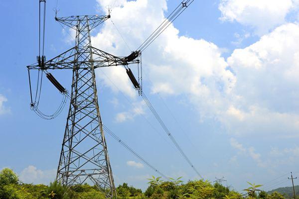 """助力""""一带一路"""" 新疆加快电网、输电通道建设"""