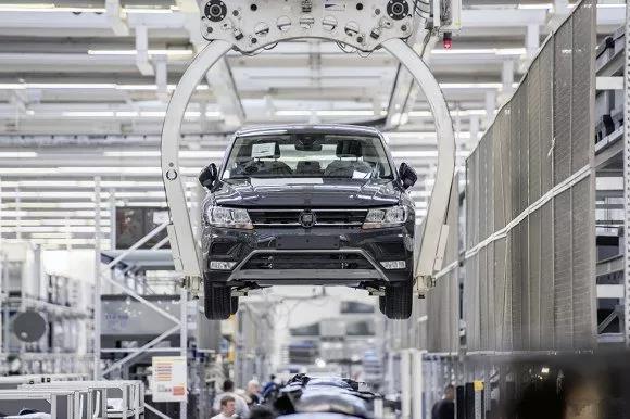 大众工业4.0工厂:3万台机器人 50秒造一辆车