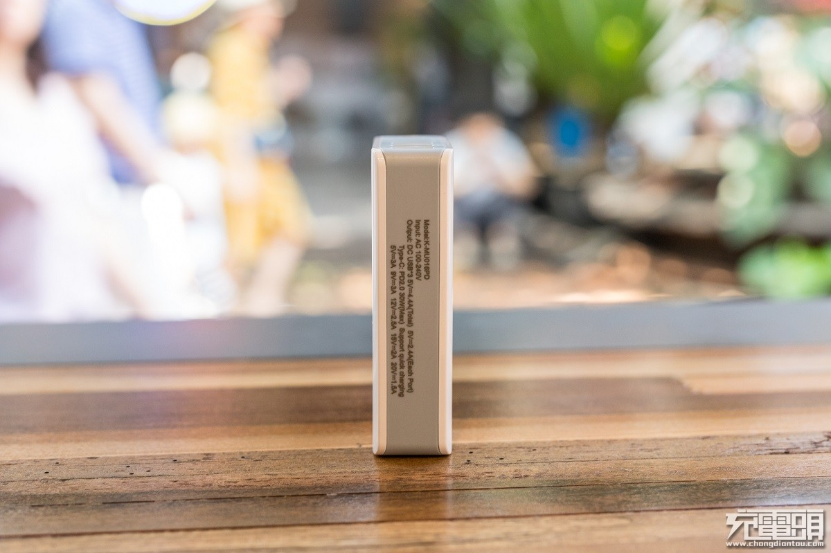 DBK迪比科推出30W USB PD四口桌面充电器