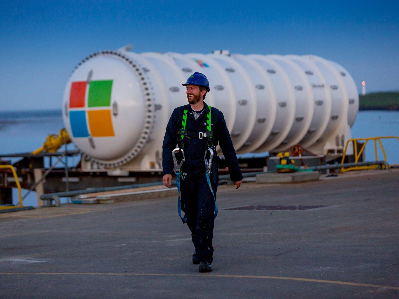 为了省钱和环保,微软居然把数据中心丢进了海里