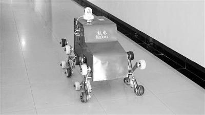 下楼取件将成历史 爬楼机器人快递送到家