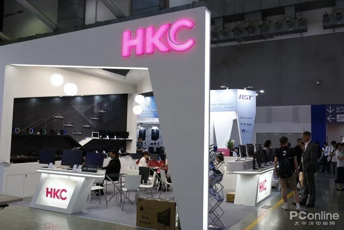HKC展出主力电竞屏 还吸引到国外选手的到场