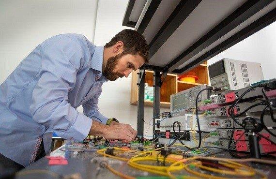 新研究!布里渊激光器可放大光线