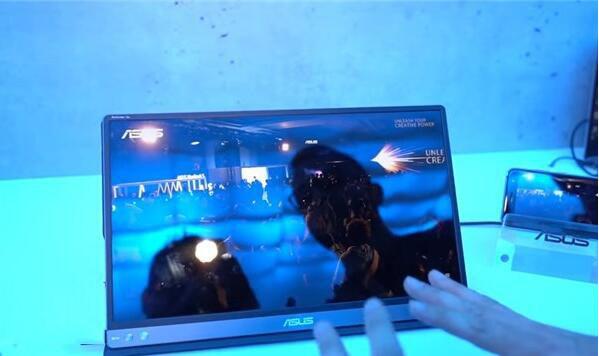 台北电脑展:华硕展示新款ZenScreen Go可移动显示屏