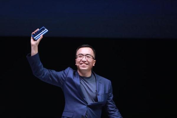 致荣耀总裁赵明:互联网手机已过时是不争的事实