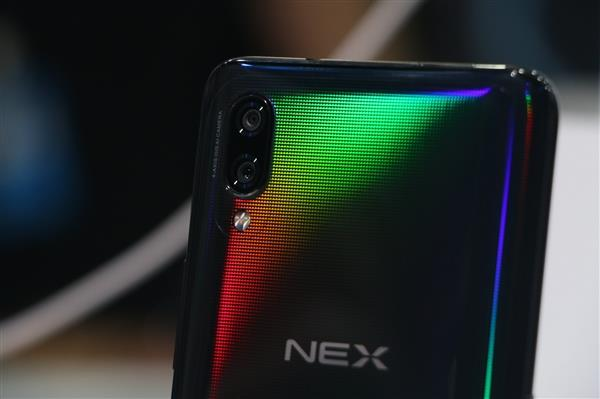 vivo NEX 是目前最具未来感的智能手机:无刘海配上升降式摄像头