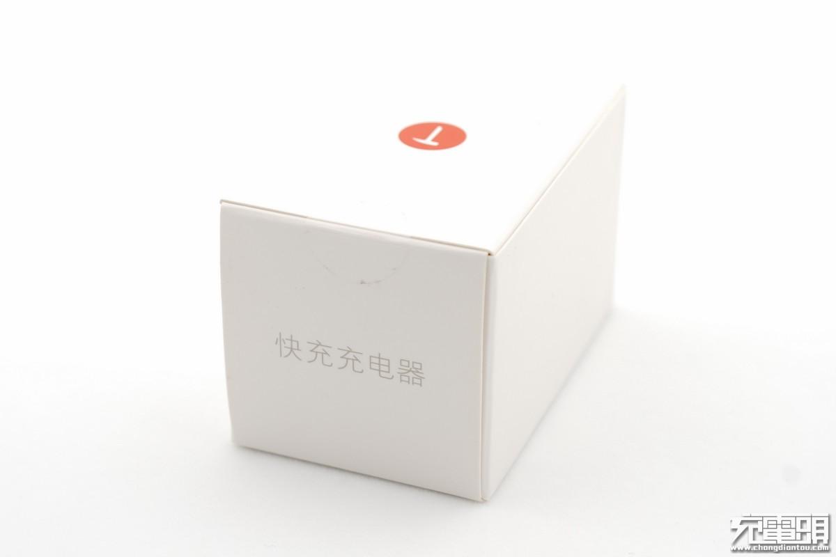 坚果R1原装QC4+充电器CD106拆解