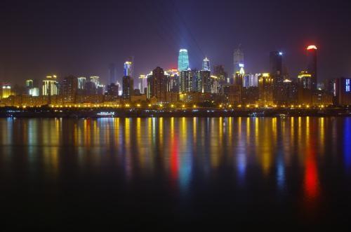 """重庆南滨路更换三千余套路灯 夜景""""颜值""""更高"""