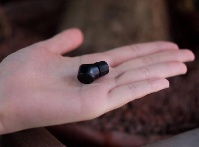 小巧便携+动铁单元,这款完全无线耳机做出了一些新花样