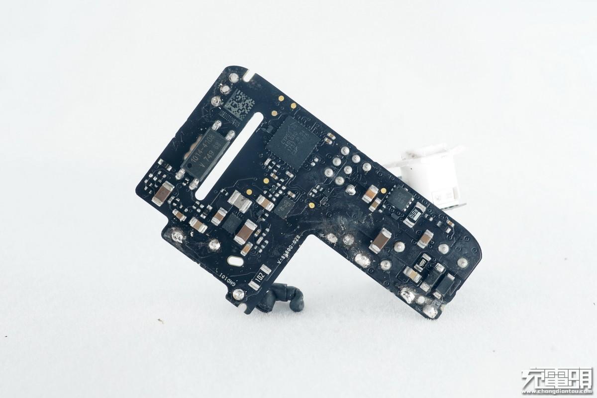 苹果30W USB PD充电器A1882拆解