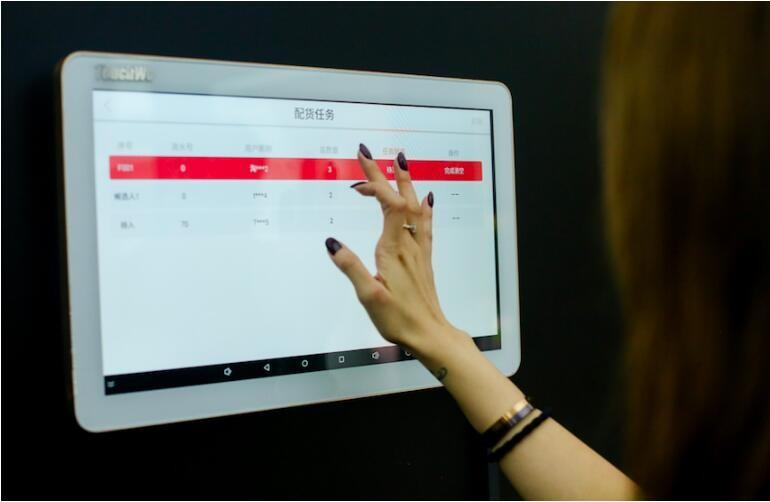 阿里推全球首家AI服饰店 机器学习淘宝红人搭配