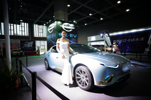 长江汽车乘用车惊艳登陆  闪耀2018广州新能源车展