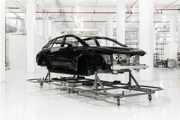 量产加速中:法拉第未来宣布首次完成FF91白色车身