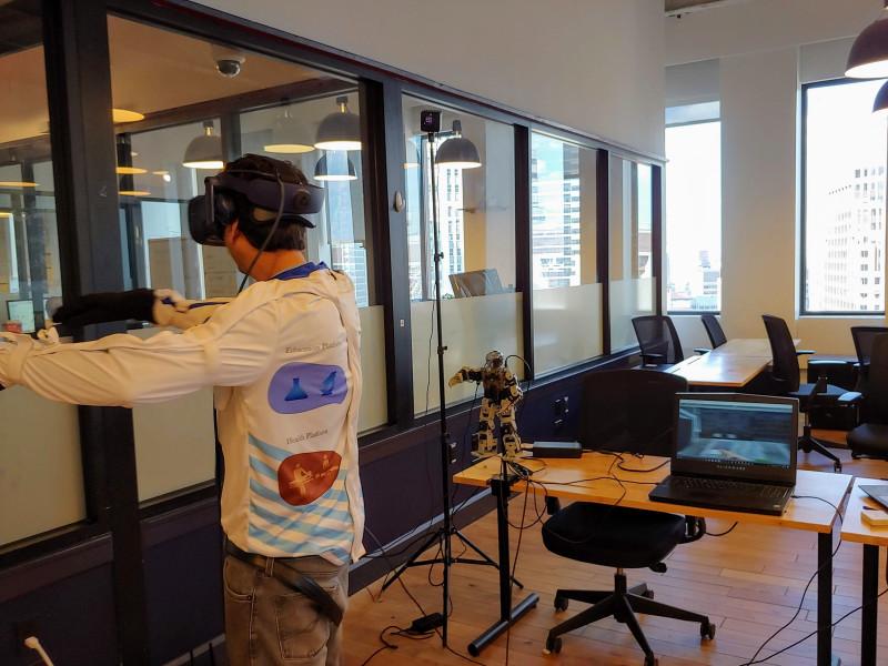 AR/VR兼用、全身动作捕捉,售价1000美元的HoloSuit套装了解一下?