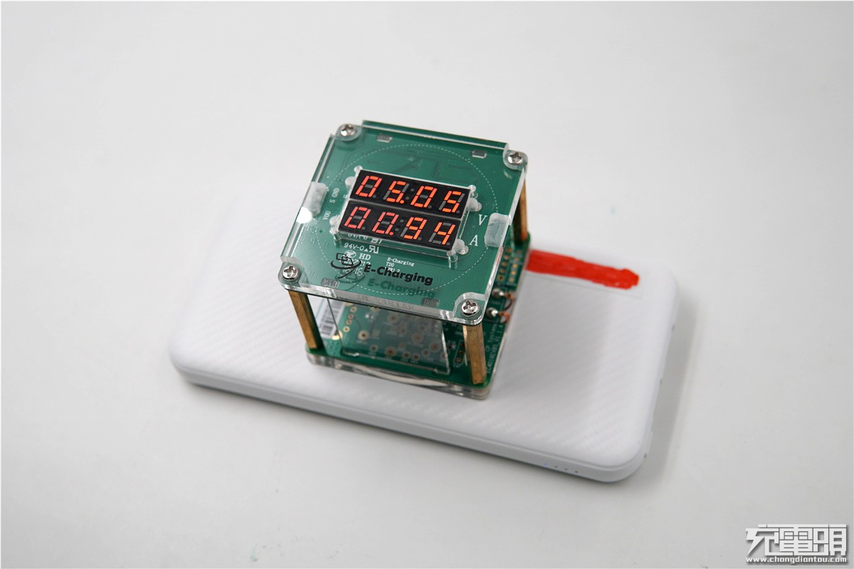 支持自动唤醒启动:华昌德移动电源无线充评测