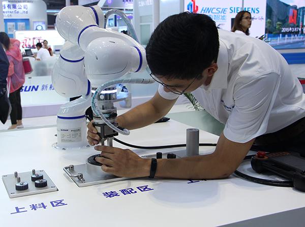 """""""人机协作"""" 颠覆传统工业机器人"""