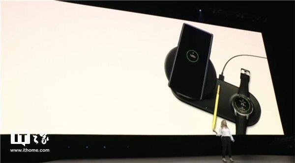 三星Wireless Charger Duo:同时给手机和手表充电的无线充电器