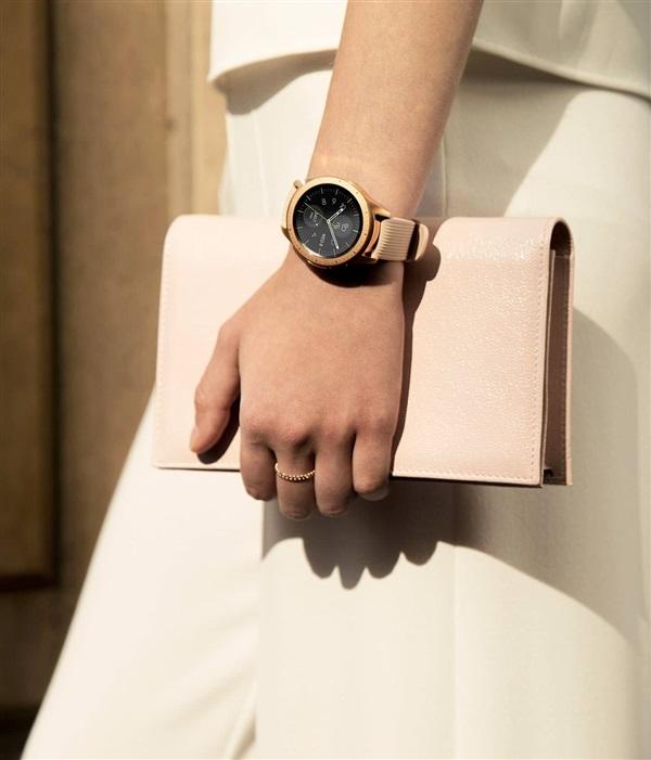 三星智能手表Galaxy Watch首度登场,这颜值太能打了吧!