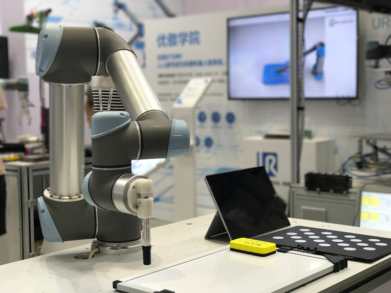 应用4:ur3机器人对混杂货品进行分类