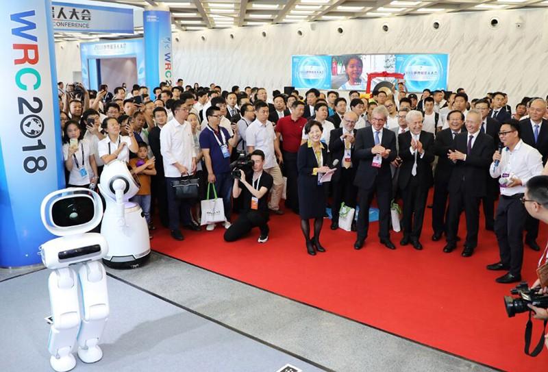 优必选副总裁张成文:智能机器人弯道加速 迎来爆发式新增长