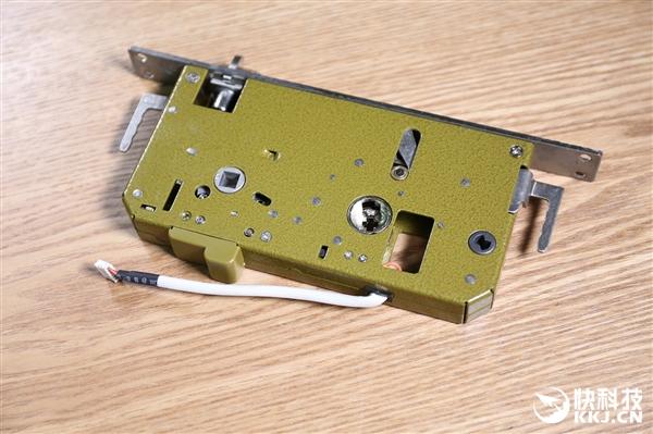0.3秒瞬间开锁 联想Lecoo智能指纹锁R1开箱图赏