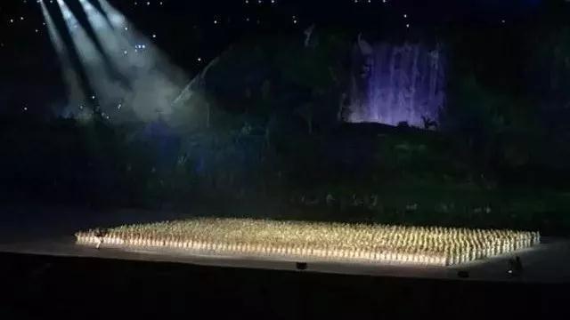 """雅加达亚运会上的""""光影秀"""""""