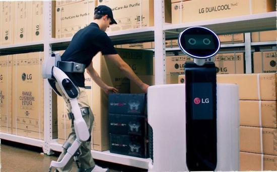 LG研发机器人外骨骼,可支持和增强使用者的双腿