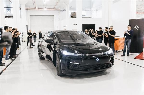贾跃亭高调亮相:FF91首台预量产车下线