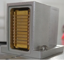 華光光電量產醫療美容用金錫封裝宏通道半導體激光模塊