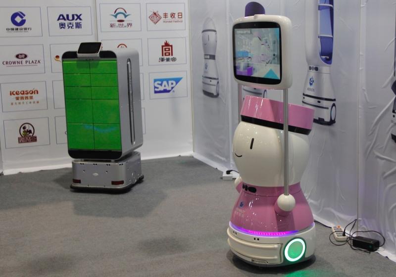 直击AI展:擎朗智能配送机器人打开商用场景