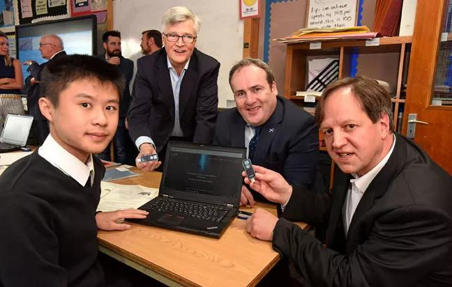 LiFi新进展:首个部署LiFi的学校、首台用于教室的LiFi台灯出现
