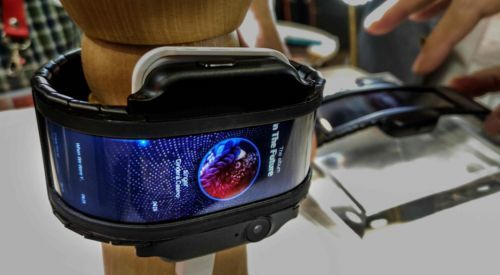 "IFA2018:努比亚发布曲面可弯折屏""量产""概念手机nubia-α"